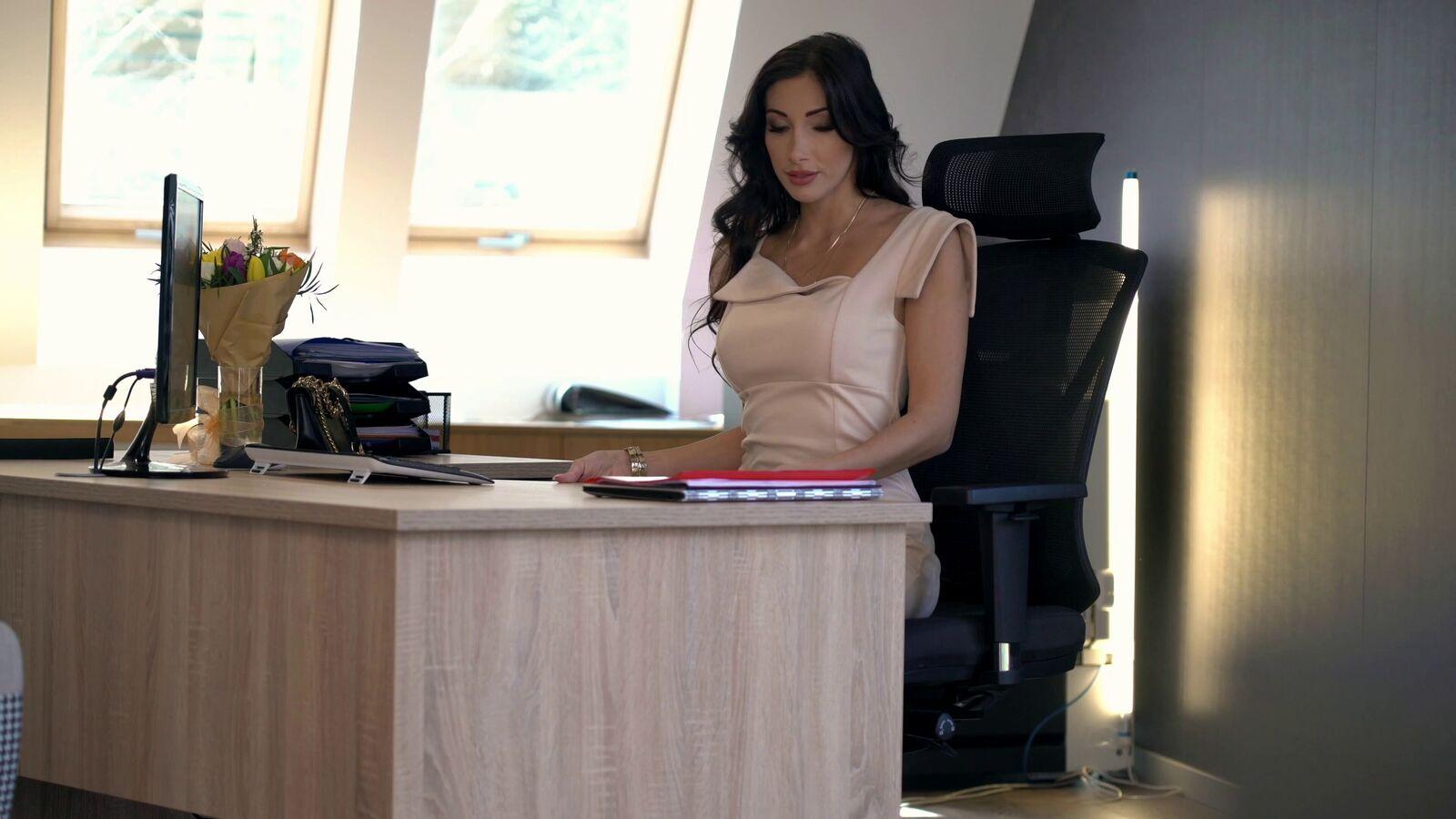 Girls At Work: Clea die neue Chefin