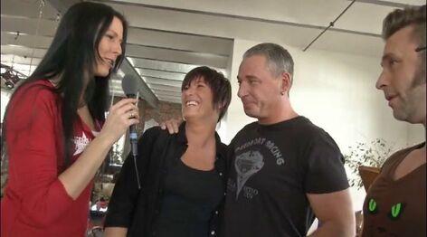 Hausbesuch bei scharfen Paaren - Szene 2 von Videorama
