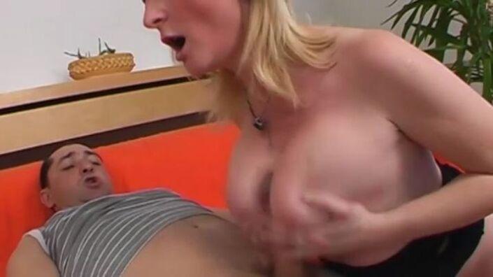 Pflegerin Schulmaedchen Fetter Facesitting