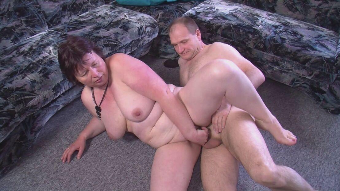 Schlampe Kitzler Outdoor Gruppensex